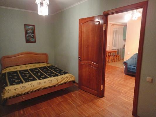 2-комнатная квартира посуточно в Киеве. Печерский район, ул. Копыленко, 3. Фото 1