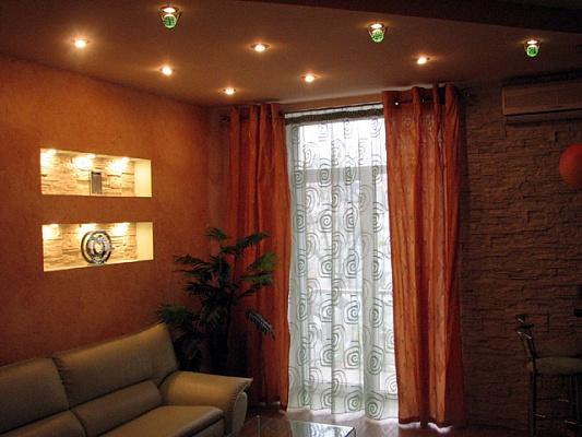 2-комнатная квартира посуточно в Днепропетровске. Бабушкинский район, ул. Ширшова, 9. Фото 1