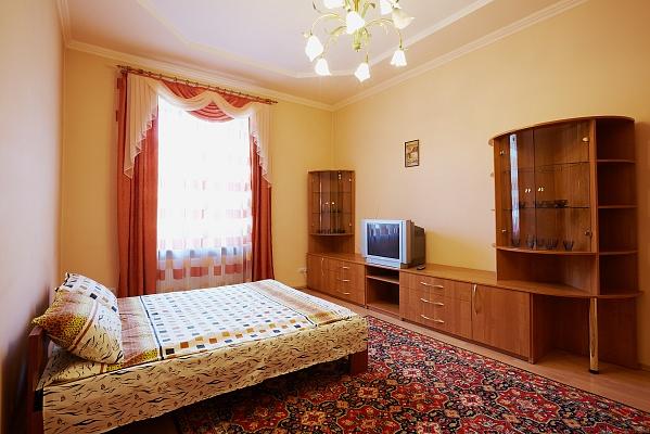 2-комнатная квартира посуточно в Львове. Франковский район, ул. Степана Бандеры, 83. Фото 1