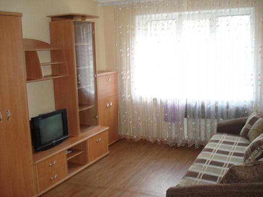 1-комнатная квартира посуточно в Харькове. Фрунзенский район, пр-т Маршала Жукова, 13. Фото 1