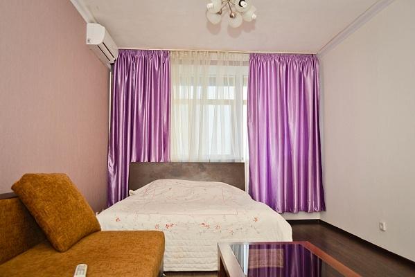 1-комнатная квартира посуточно в Симферополе. Железнодорожный район, ул. Лексина, 54. Фото 1