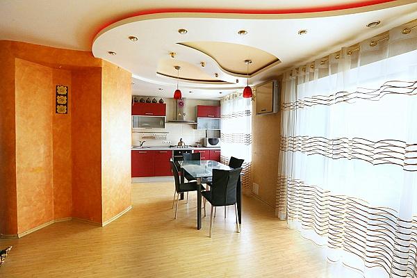 3-комнатная квартира посуточно в Кременчуге. ул. Переясловская. Фото 1