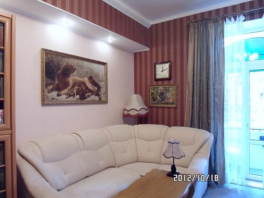 2-комнатная квартира посуточно в Феодосии. ул. Назукина, 1. Фото 1