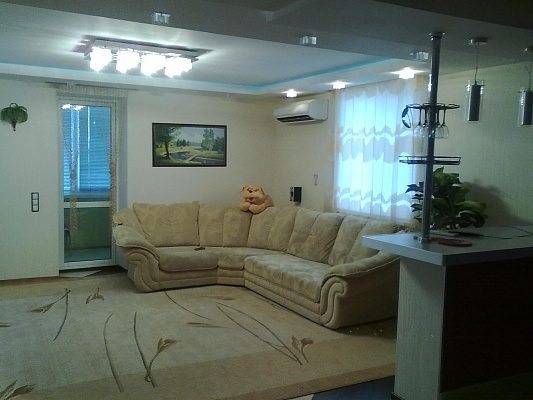 1-комнатная квартира посуточно в Симферополе. Киевский район, пр-т Победы, 64. Фото 1