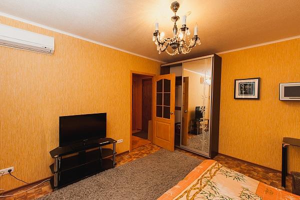 1-комнатная квартира посуточно в Северодонецке. ул. Курчатова, 19б. Фото 1