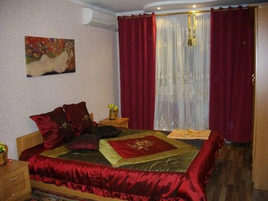 1-комнатная квартира посуточно в Никополе. ул. Никитинская, 25. Фото 1