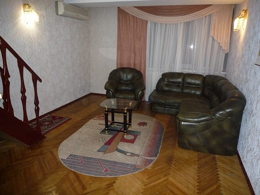3-комнатная квартира посуточно в Черкассах. ул. Смелянская, 2. Фото 1