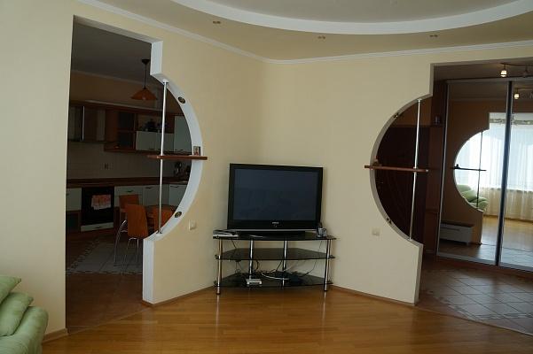2-комнатная квартира посуточно в Киеве. Дарницкий район, пр-т Бажана, 14. Фото 1