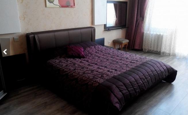 2-комнатная квартира посуточно в Севастополе. Ленинский район, ул. Сенявина, 3. Фото 1