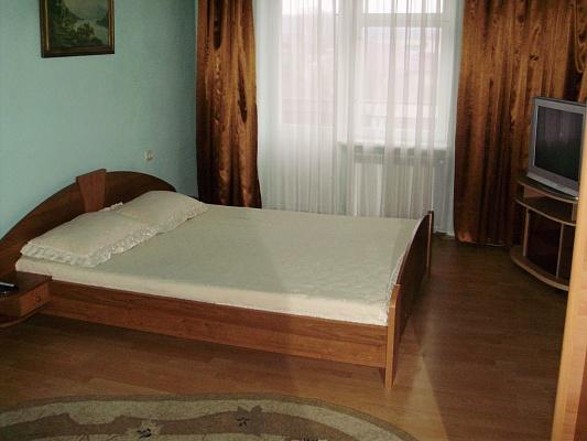 1-комнатная квартира посуточно в Берегово. пер. Мукачевский, 6а. Фото 1