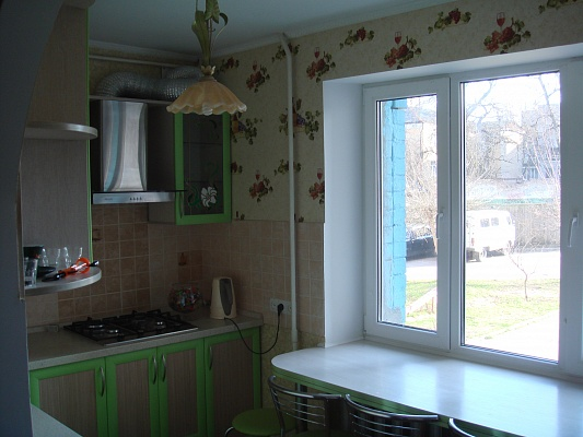 1-комнатная квартира посуточно в Чернигове. Деснянский район, ул. Мстиславская, 34. Фото 1