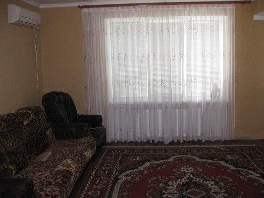 2-комнатная квартира посуточно в Кировограде. Кировский район, ул. Калинина, 43. Фото 1