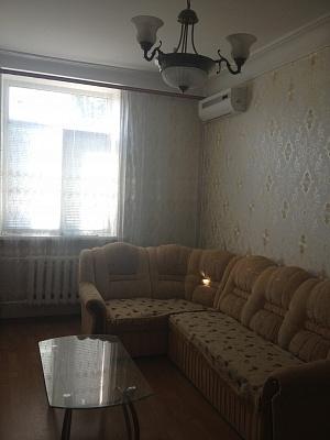 2-комнатная квартира посуточно в Севастополе. Ленинский район, ул. Гоголя, 7. Фото 1