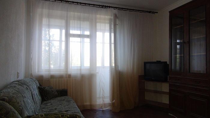 1-комнатная квартира посуточно в Мариуполе. ул.кронштатская, 1. Фото 1