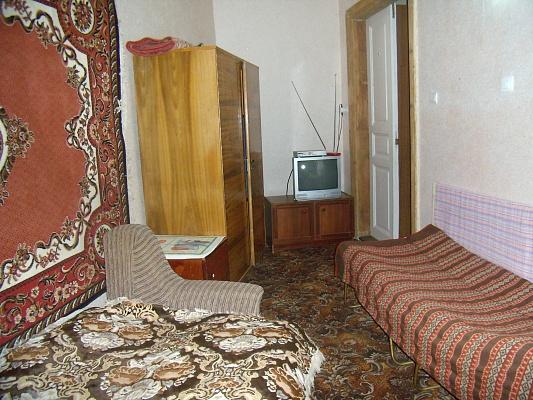 Комната  посуточно в Ивано-Франковске. ул. Железнодорожная, 47. Фото 1