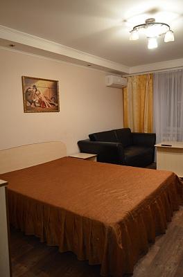 1-комнатная квартира посуточно в Черкассах. б-р Шевченко, 241. Фото 1