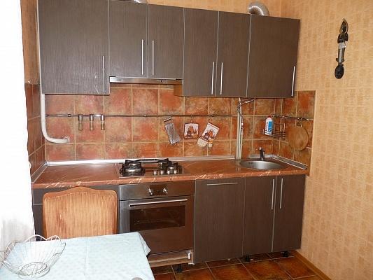 2-комнатная квартира посуточно в Севастополе. Гагаринский район, ул. Н. Островской,. Фото 1