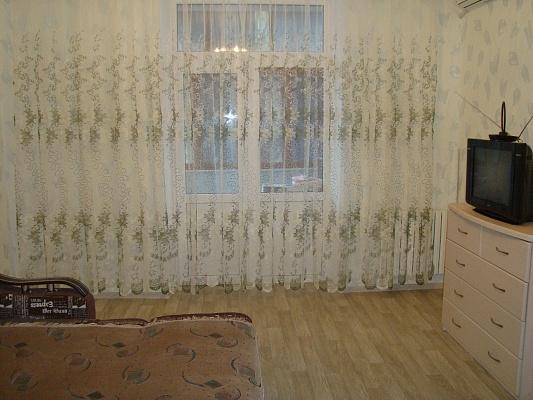 1-комнатная квартира посуточно в Днепропетровске. Бабушкинский район, ул. Героев Сталинграда, 111. Фото 1