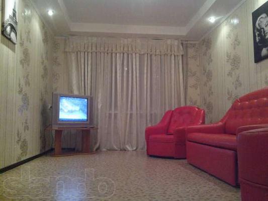 2-комнатная квартира посуточно в Днепродзержинске. ул. Васильева, 63. Фото 1