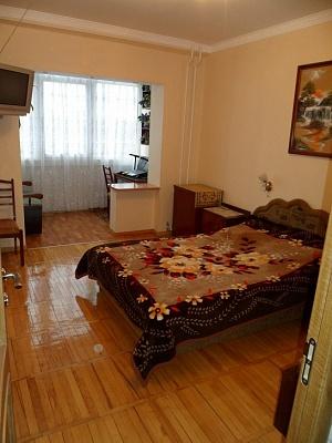 2-комнатная квартира посуточно в Партените. ул. Солнечная. Фото 1