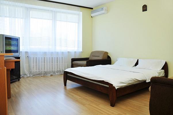 1-комнатная квартира посуточно в Киеве. Дарницкий район, ул. Михаила Гришко, 9. Фото 1