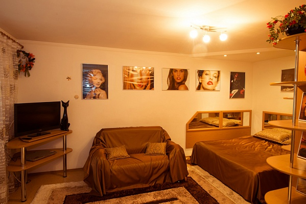 1-комнатная квартира посуточно в Херсоне. Днепровский район, б-р Мирный, -. Фото 1