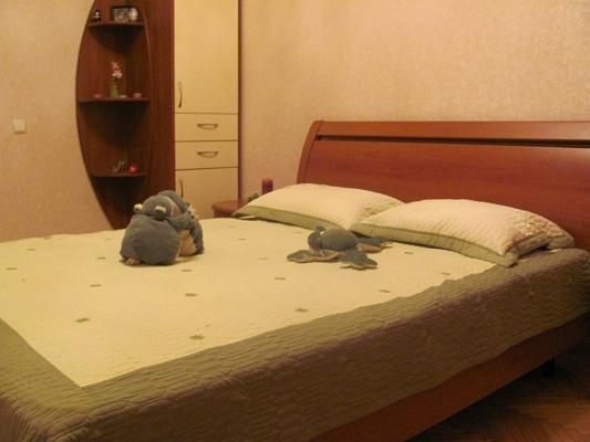 2-комнатная квартира посуточно в Севастополе. Ленинский район, ул. Генерала Петрова, 16. Фото 1
