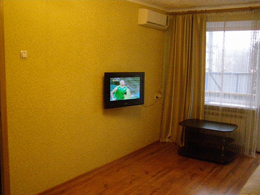 1-комнатная квартира посуточно в Мариуполе. пр. Ленина, 66. Фото 1
