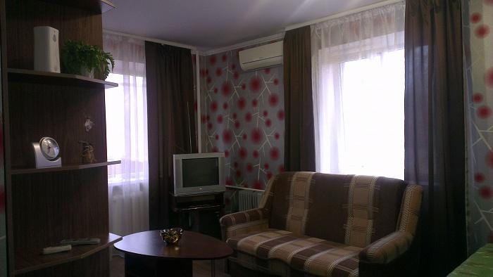 1-комнатная квартира посуточно в Запорожье. Орджоникидзевский район, Фестивальная, 73. Фото 1