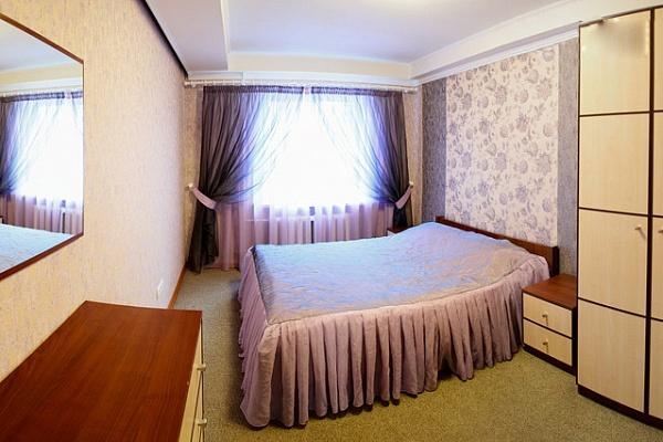 3-комнатная квартира посуточно в Донецке. Ворошиловский район, ул. Набережная, 131. Фото 1