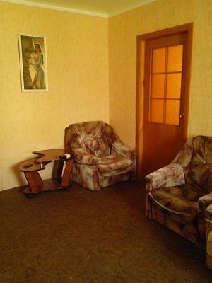 2-комнатная квартира посуточно в Мелитополе. ул. Казарцева, 18. Фото 1