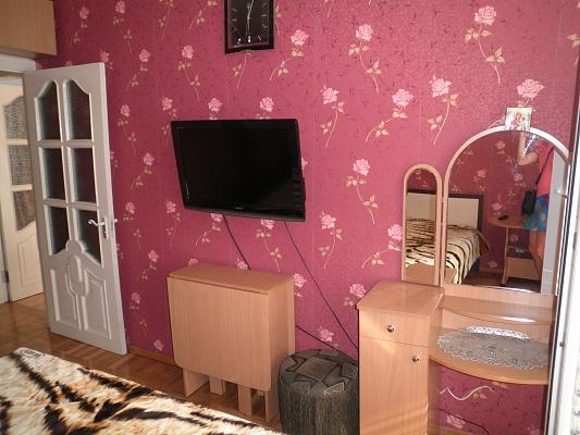 1-комнатная квартира посуточно в Алуште. ул. Красноармейская, 1. Фото 1