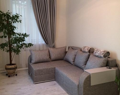 2-комнатная квартира посуточно в Севастополе. Ленинский район, Галины Петровой, 4. Фото 1