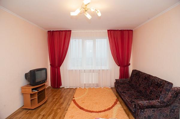 2-комнатная квартира посуточно в Черкассах. ул. Героев Днепра, 23. Фото 1