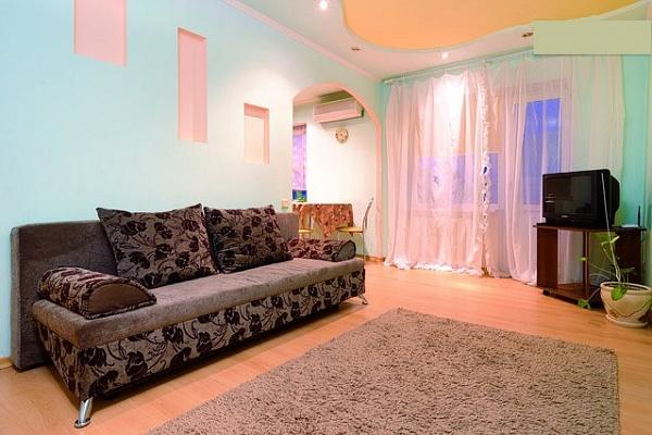1-комнатная квартира посуточно в Донецке. Киевский район, ул. Артема, 122. Фото 1