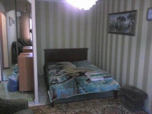 2-комнатная квартира посуточно в Донецке. Ворошиловский район, пр-т Маяковского, 3. Фото 1