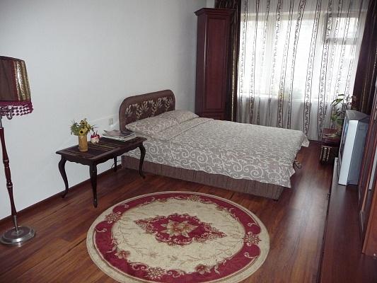 2-комнатная квартира посуточно в Черновцах. Шевченковский район, пр-т Независимости, 121. Фото 1