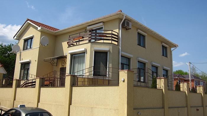 Дом  посуточно в Ильичёвске. Набережная, 4. Фото 1