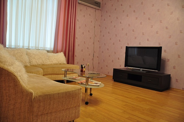 3-комнатная квартира посуточно в Одессе. Приморский район, ул. Каркашадзе, 3. Фото 1