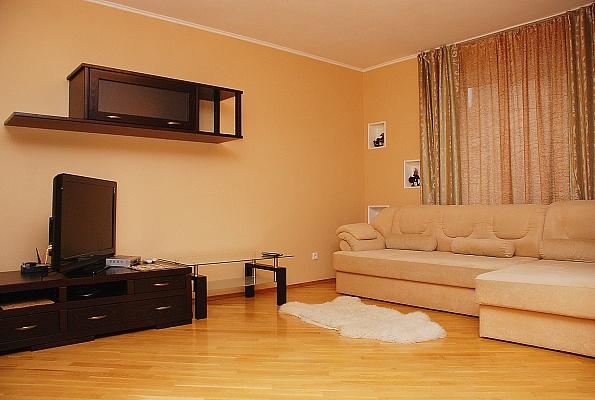 2-комнатная квартира посуточно в Киеве. Днепровский район, ул. Никольско-Слободская. Фото 1