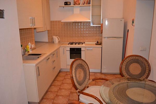 2-комнатная квартира посуточно в Одессе. Приморский район, преображенская , 6. Фото 1