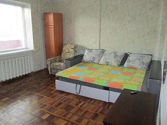 1-комнатная квартира посуточно в Чернигове. Деснянский район, ул. Мстиславская, 132а. Фото 1