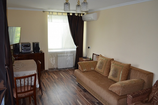 2-комнатная квартира посуточно в Керчи. ул. Айвазовского, 12. Фото 1