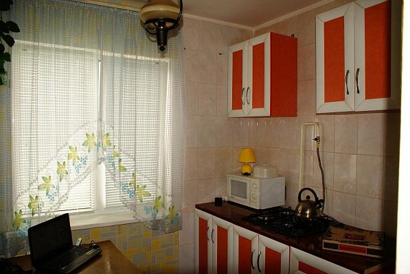 1-комнатная квартира посуточно в Симферополе. Киевский район, ул. Куйбышева, 13. Фото 1