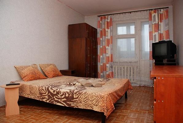 1-комнатная квартира посуточно в Киеве. Дарницкий район, ул. Урловская, 5а. Фото 1