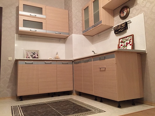 3-комнатная квартира посуточно в Киеве. Дарницкий район, ул. Чавдар, 18. Фото 1