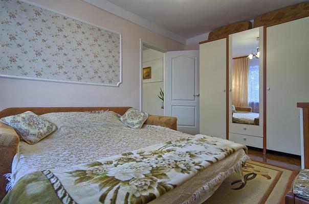 2-комнатная квартира посуточно в Киеве. Печерский район, ул. Копыленко, 3а. Фото 1