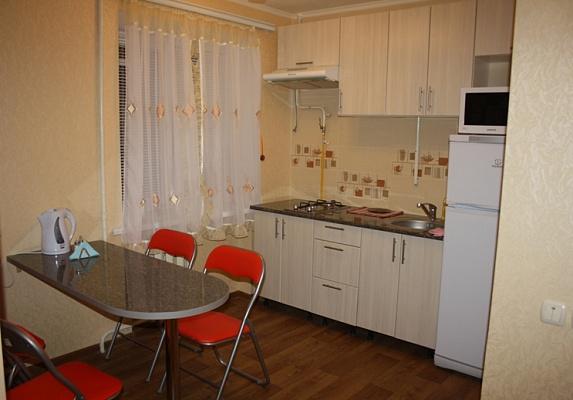2-комнатная квартира посуточно в Мариуполе. пр-т Строителей, 119. Фото 1