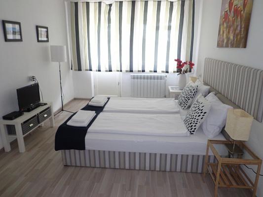 1-комнатная квартира посуточно в Ужгороде. ул. Заньковецкой, 19. Фото 1