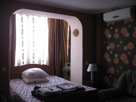 1-комнатная квартира посуточно в Симферополе. Железнодорожный район, ул. Ларионова, 44. Фото 1